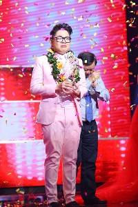 "18 year old boy wins ""The Voice"" 2015"