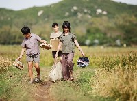 A scene of the Vietnamese drama Yellow Flowers on the Green Grass, directed by Victor Vu. Photo courtesy of the film producer.