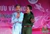 Nghệ sỹ Hồng Lựu hát cùng bệnh nhân tại bệnh viện
