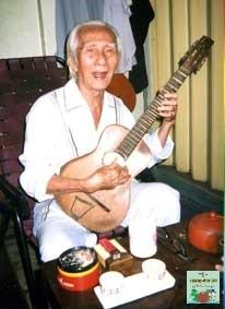 Hồi ký của soạn giả Viễn Châu kỳ 1 : Gã si tình nặng nghiệp cầm ca